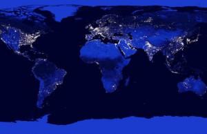Imagen compuesta de satélite de la NASA que muestra las áreas más pobladas (iluminadas) de la Tierra. / NASA