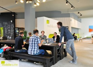 Big-table-mobilesuite-Coworking-640x466