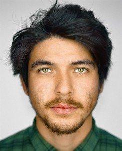 Adrián Adrid, 24 años, Haleiwa, Hawai. Autoidentificación: blanco. Casillas del censo marcadas: blanco / filipino.