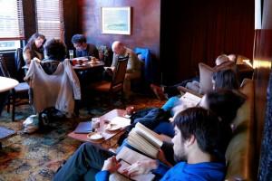 El club de la lectura lenta en Wellington. Foto: Frida Sakaj