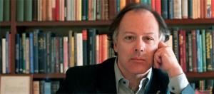 """Para el escritor español Javier Marías, las mujeres son """"más jóvenes"""" que los hombres"""