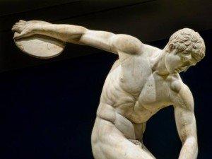 Se cree ahora que muchas de las exquisitas estatuas de los siglos V al III antes de Cristo eran hechas a partir de una persona real cubierta con yeso. Y el molde creado era usado para producir la escultura