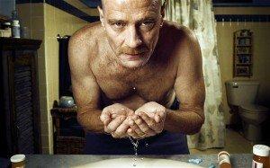 """El protagonista de """"Breaking Bad"""" cree que involucrarse en el violento mundo del narcotráfico es la única salida que tiene."""