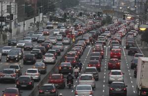 En San Pablo, Brasil, como en otras grandes urbes latinoamericanas, el crecimiento de la flota vehicular está causando congestión y contaminación