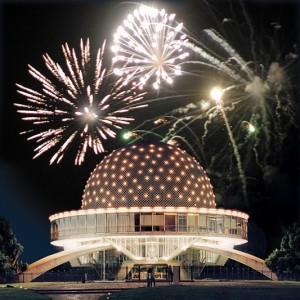 las celebraciones populares han ido variando con una cierta autonomía respecto a las consideraciones más formales y expertas de astrónomos y sabios