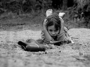Cuando una persona está triste e irritable, quizá está pidiendo a gritos que alguien la ayude y conecte con ella