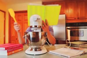VizEat es un servicio en internet que conecta a cocineros a quienes les gusta preparar alimentos en sus propios hogares, con comensales a quienes les gusta una experiencia única y más íntima.